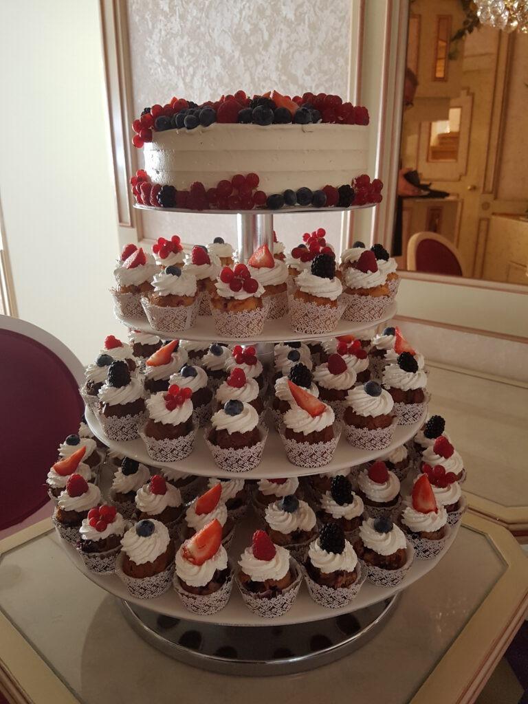 Hochzeitstorte 4stöckig mit extra Muffins