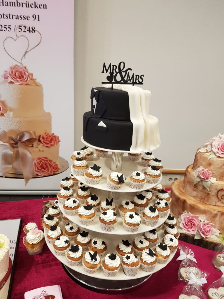 Hochzeitstorte schwarz/weiss mit extra Muffins