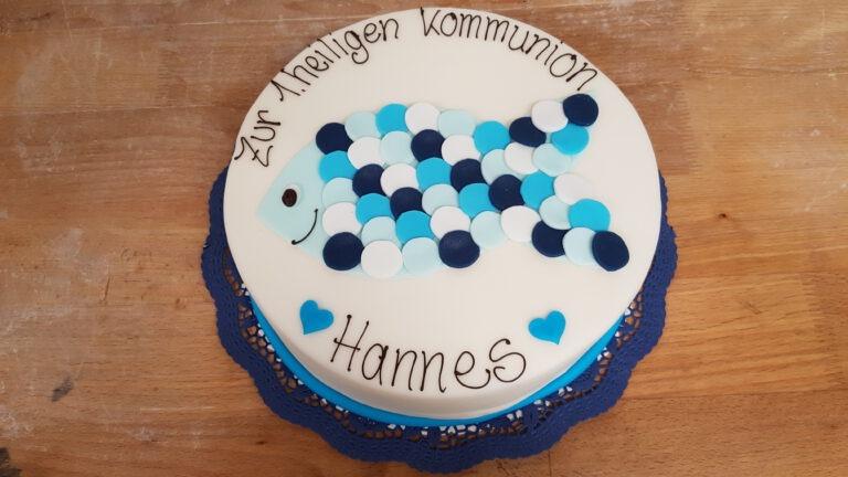 Kommunionstorte mit blauer Fischform