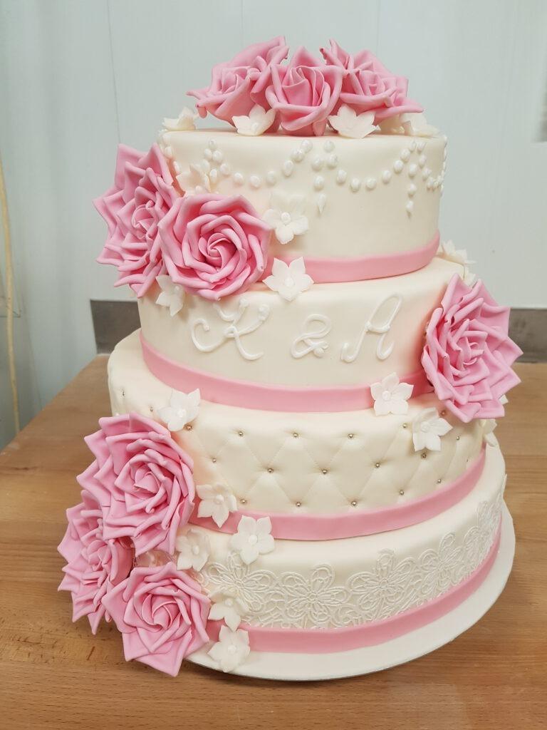 Hochzeitstorte mehrstöckig mit Rosen in weiss/rosa