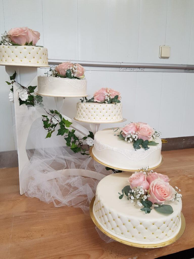 Hochzeitstorte 5-teilig mit Rosen