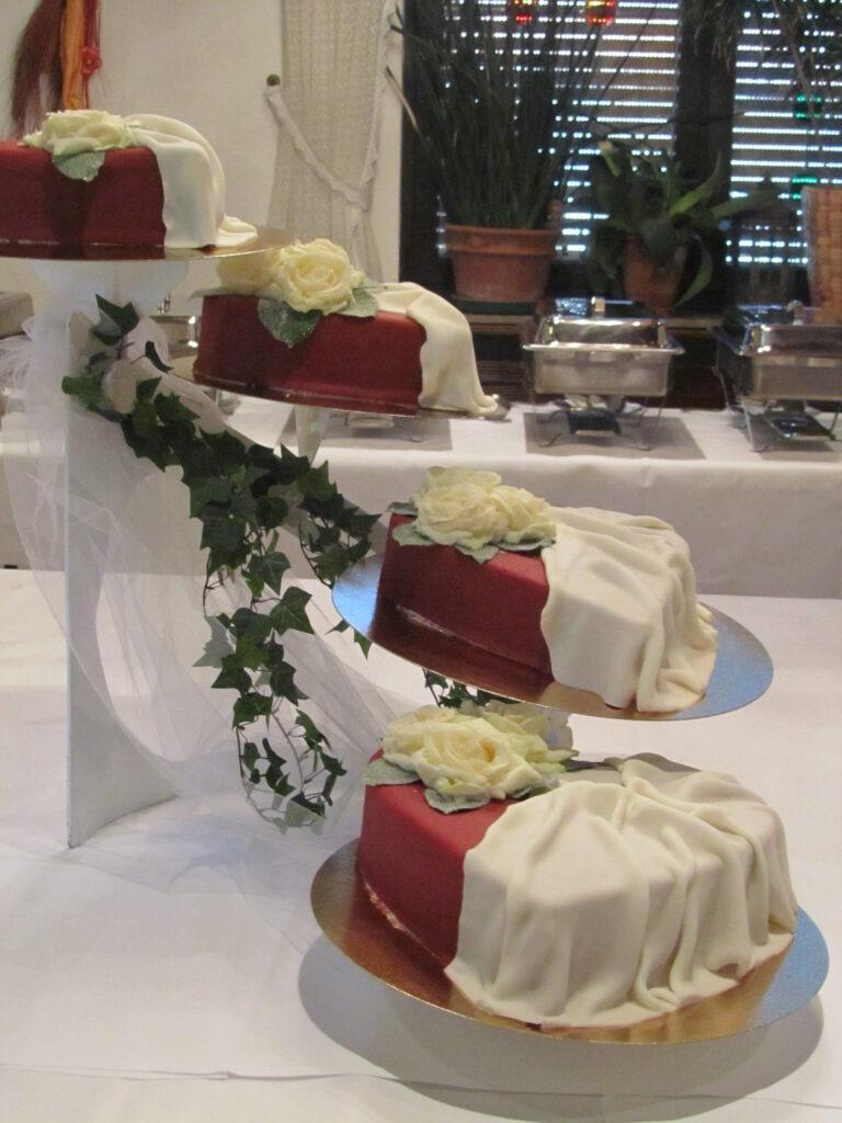 Hochzeitstorten 4-teilig in Herzform