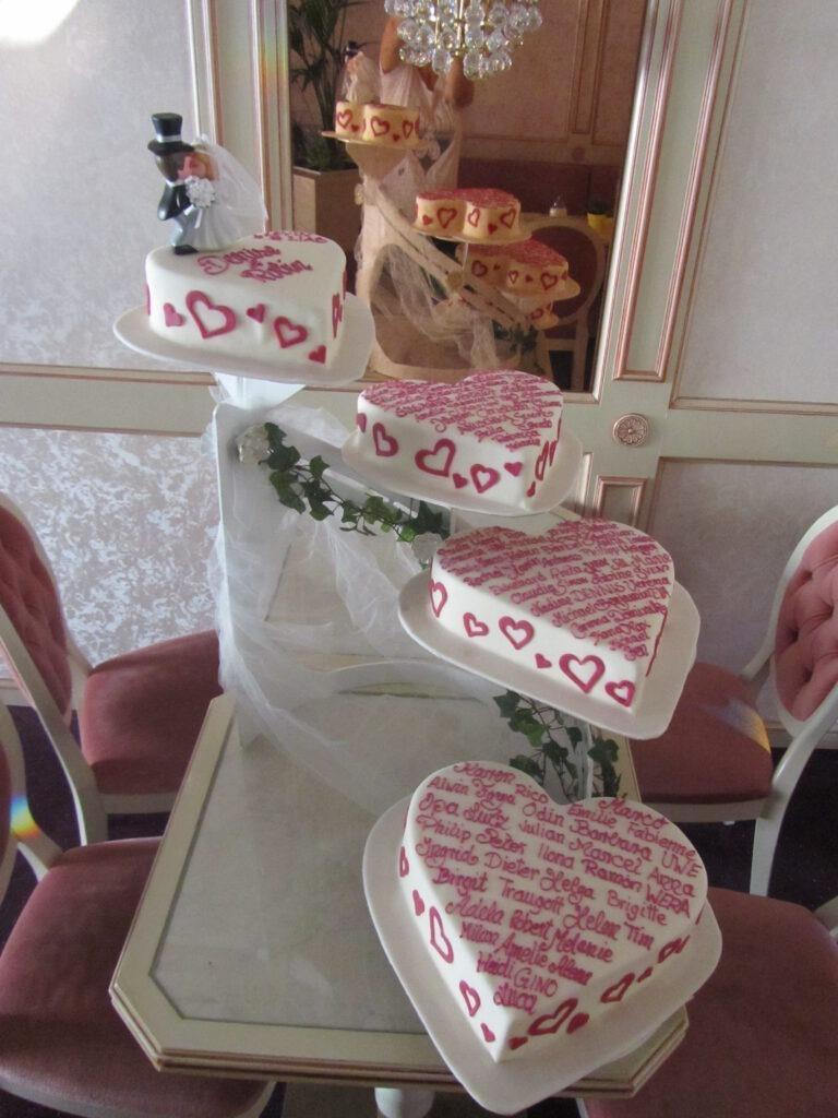 Hochzeitstorte in Herzform 4-teilig mit Text