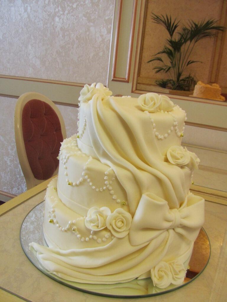 Hochzeitstorte als Schleier